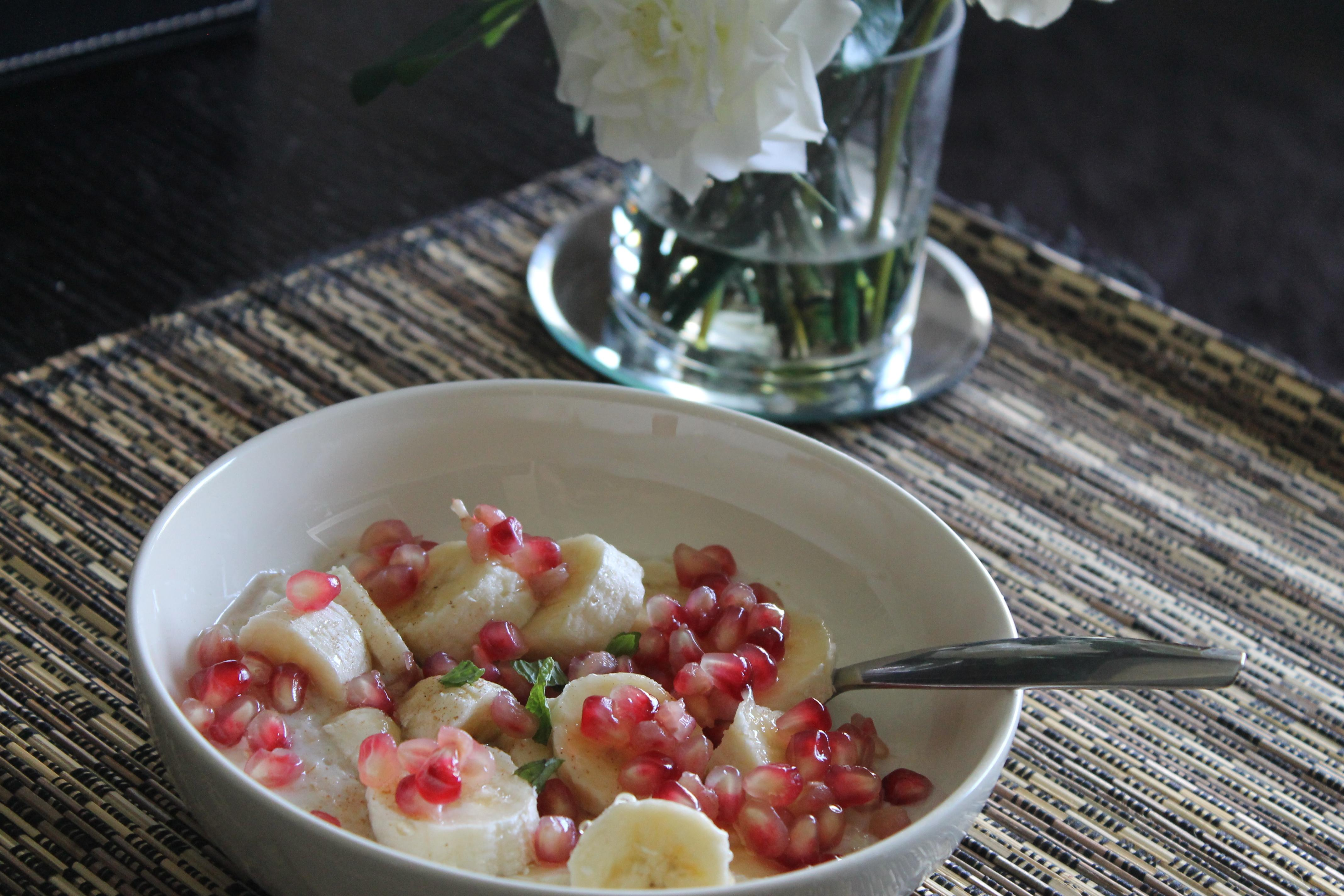 Morning Booster: Creamy Porridge with Fruits