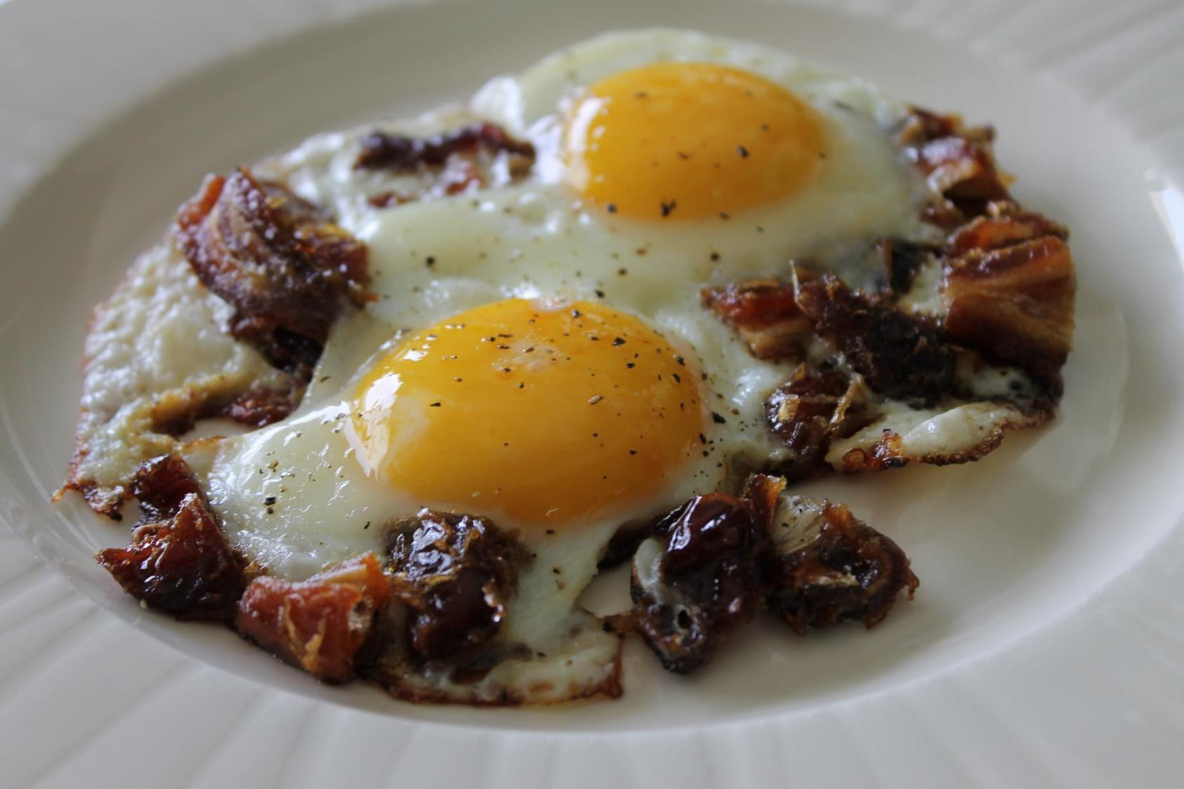 fried eggs with dates