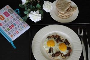 Fried Eggs with Dates (Aagwa)