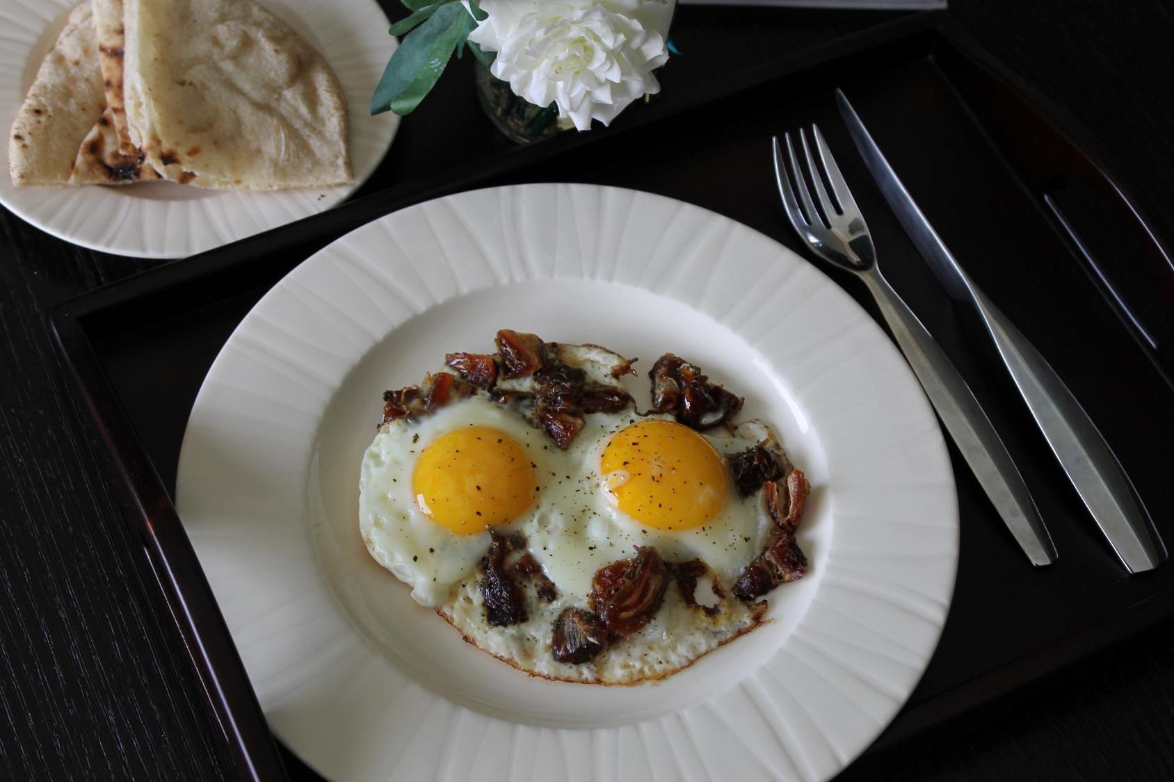 fried eggs with dates2