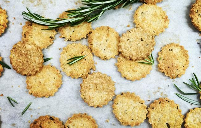 Nutritious Cheesy Rosemary Crackers