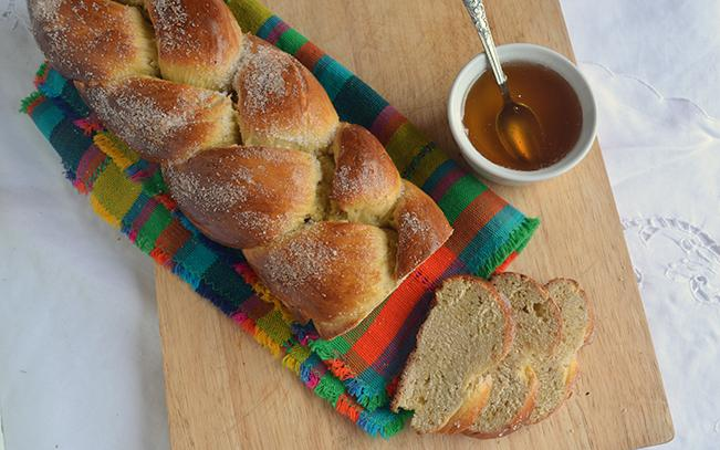 brioche-greek-traditional-bread-easter