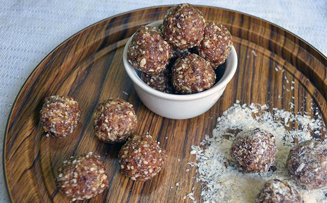 date-and-almond-balls