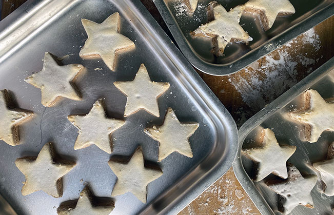 cinnamon-stars-in-pan